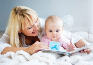 Mom_Reading_to_Baby_8monthsold_700x493