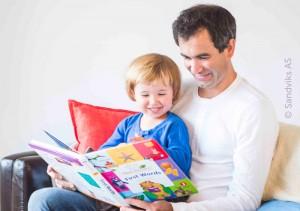 dad_reading_with_toddler_boy_babyeinstein_700s493