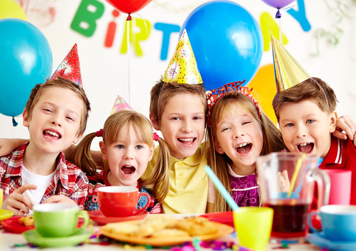 kids birthday party with balloons