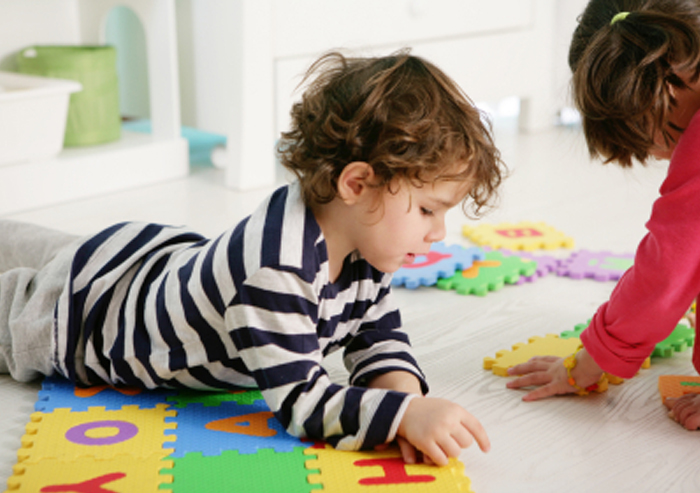 Two kids doing a puzzle have different learning style preferences