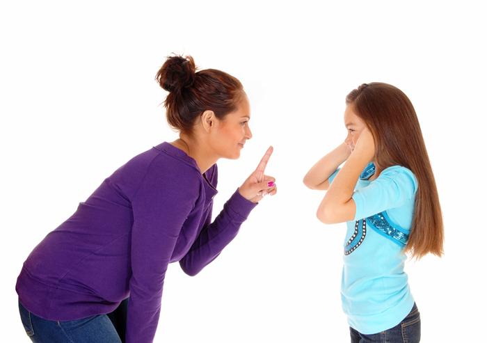 mom_disciplining_daughter_700x493