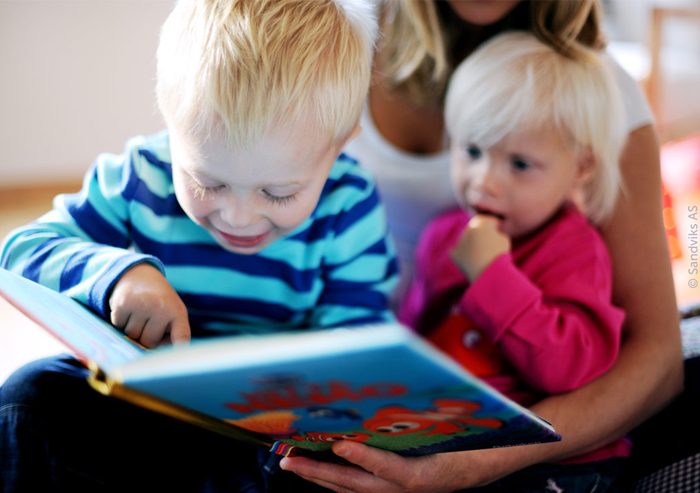 sibling_reading_disney_findingenemo_with_mom_700x493