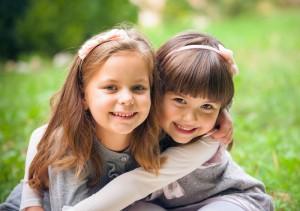 two_girls_best_friends_700x493
