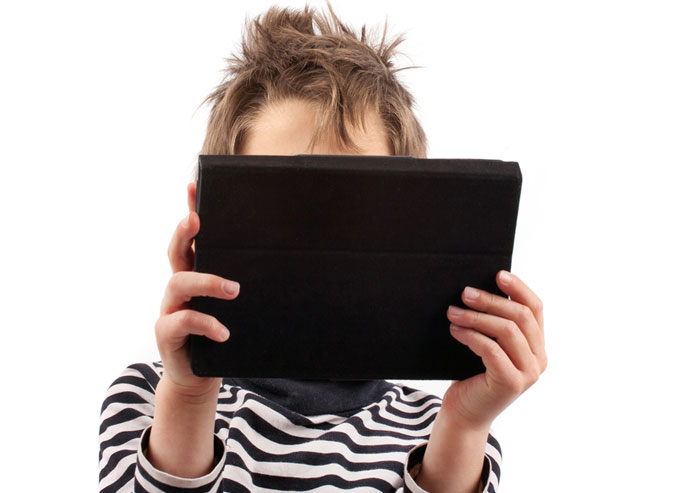 how_is_screen_time_affecting_your_child_700x493