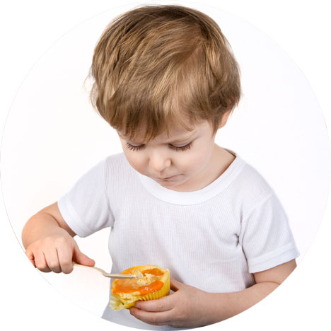 Toddler_eating_cheesecake_cup_468x468heesecake_cup_468x468