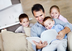 dad_reading_to_kids_700x493